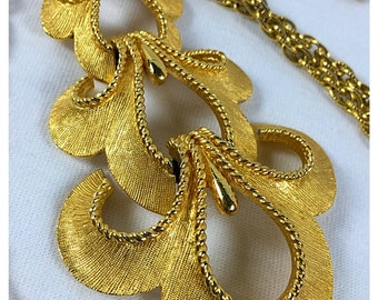 Crown Trifari Vintage Brushed Gold Pendant & Chain Necklace