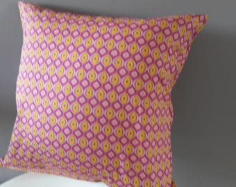 Pillow cover; Pink and yellow geometric patterns.