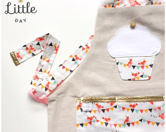 Duo reversible aprons: one side in natural linen with a waterproof fabric face. Customizable. Mother-daughter duo