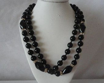 Elegant Vintage Round Polished Onyx Long Necklace******.