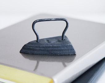 Cast Iron Paper Weight , Black Metal Iron