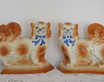 Pair of Antique 19th C Scottish Bo Ness Pekinese Mantle Wally Dogs.