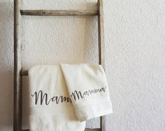Asciugamani ricamati. Ideale come regalo per la festa della Mamma - Il Ricamificio