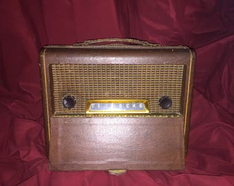 1940's delco portable radio Nonworking just hums