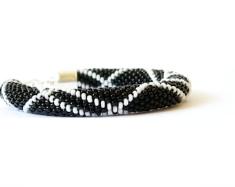 Black&White Bracelet/Black Bangle/Urban chic jewelry/Beaded Accessories/Crocheted bracelet. Made to Order