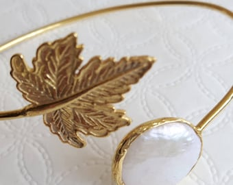 White Baroque pearl bracelet and gold plated leaves, gift for her