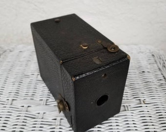 1916 Eastman Kodak Co. Brownie Box Camera, Antique Photography, Use Film No. 120, Made in USA.