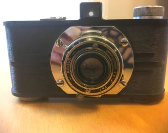 Vintage Argus A2 35mm Camera with Leather Case