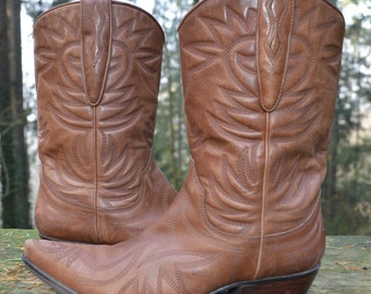 Cowboy Boot, Rockabilly Chic Wedding, Size 7M - Guess Punk, Caramel, Leather Snip Toe Shorty Boot