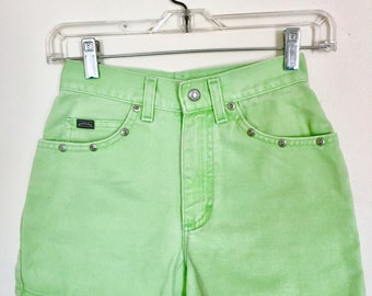 1980s Light Green High Waisted Shorts // Riders Made by Lee in the 80s // Bold Vintage Green Short-Shorts // Boho Festival Pants // Size 0-2