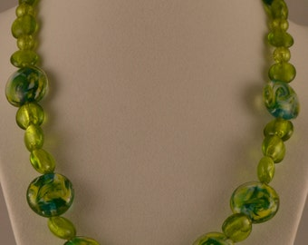 "19"" Green Glass Bead Necklace"