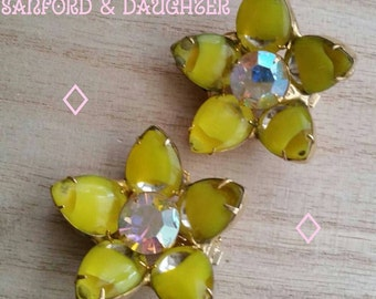 Hello Sunshine! Beautiful Vintage Flower Shaped Clip Earrings. Complimentary Shipping.