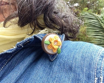 Tiny brooch yellow flower, jewelry textil,  modern embroidery, for woman, for girls, made  in Spain, boho brooch, for her, ready to ship