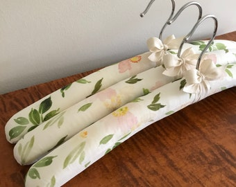 Padded Hangers, Floral Hangers, Padded Clothes Hangers, Floral Cotton Hangers, Fabric Covered Hanger, Bridesmaid Hanger, Handmade Hangers