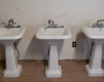 Charming Set Of 3 Cast Iron Pedestal Sinks Circa 1960 Like Opieu0027s Sink In  Hit Show Andy Griffith In Mayberry