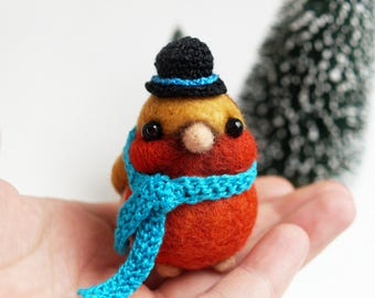 Needle felted robin, bird in a hat