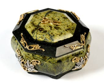 Silver Jewelry box made with Serpentinite