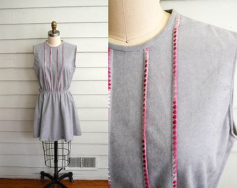 1970s ultrasuede mini dress / Extra Small to Small to Medium vintage gray dress or tunic with pink details / grey and pink tank dress