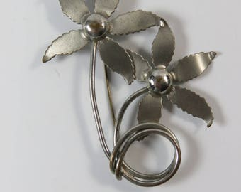 1960s Mid-Century Modern metal flower pin