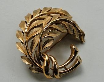 Vintage 1960's Signed Crown TRIFARI Brushed Textured Gold Tone Leaf Brooch Pin