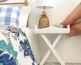 Miniature butler tray table - white - Dollhouse - Roombox - Diorama - 1:12 scale
