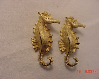 2 Vintage Seahorse Scatter Or Duet Pins Or Brooches  18 - 744