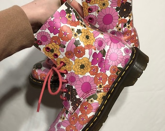 Super Groovy high top Doc Martens