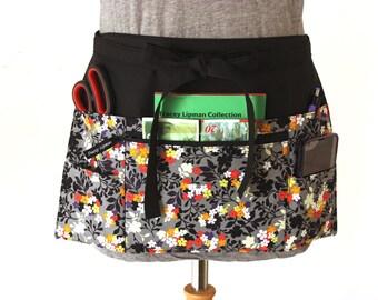 half apron with pockets - Waitress apron - Vendor apron - zipper pocket - utility apron - waist apron - money apron - craft show apron