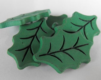 10 Green Holly Leaf Shank Buttons