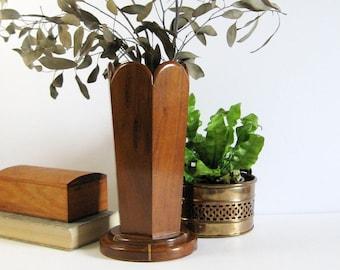 Vintage Wood Hexagon Vase with Scalloped Edge - Wood Folk Arts and Craft - Wood Home Decor - Dried Flower Vase - Kitchen Utensil Holder