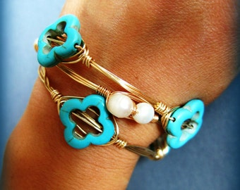 Gold stackable bangle set, Turquoise clovers, Wire wrapped, White Freshwater Pearls bangle, Clover Bracelet,  Clover Jewelry