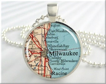 Milwaukee Map Pendant, Resin Map Charm, Milwaukee Wisconsin Map Necklace, Picture Jewelry, Resin Pendant, Gift Under 20, Silver Round 304RS