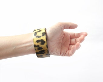Animal print bracelet. Ethnic wooden bangle. Brown and yellow leopard print bangle. Africa safari brown bracelet. Wood Eco friendly bracelet