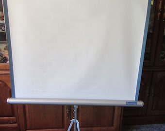 "Radiant Portable Tri pod  MOVIE Screen , Projection Screen ** 38"" x 38"" screen"