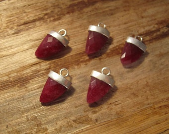 Ruby Pendant Point, One Silver Plated Bezel Set Pendant, 20mm x 13mm, Double Sided, Faceted Gemstone Charm for Making Jewelry (C-Ru7a)