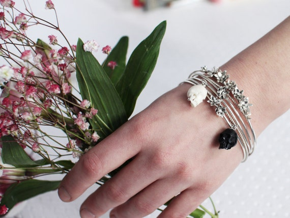 Skinny Bangle, Set of 5 Flower and Skulls Flower Bangle, Thin Bangle Set, Stacking Bangles, Delicate Stackable Skull Bracelets, Dainty