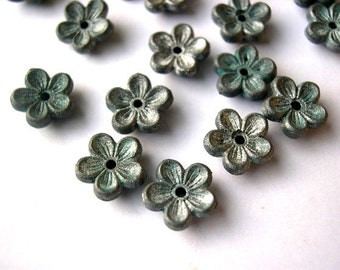 30 beads, flowers, metalic shade,  vintage, plastic, 10mm