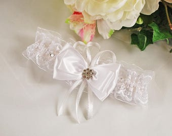 Bridal garter belt Garter with bow White lace garter Garter for wedding  Unique garter Garter for brides Crystal garter Bridal garter belt