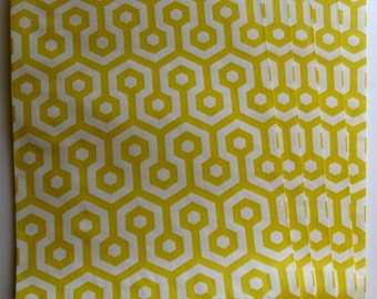 """Set of 10 Yellow and White Honeycomb Middy Bitty Bags (5"""" x 7.5"""")"""
