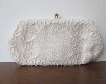 Vintage '50s Walborg White Hand Beaded Hexagon Kiss Lock Clutch / Pouch / Makeup Case