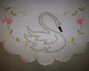 Fine doily swan design