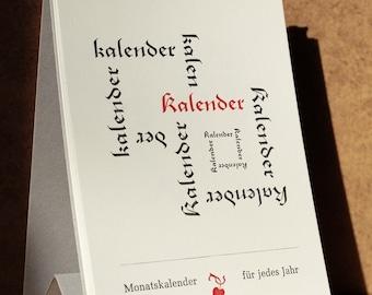 Immerwährender Kalender mit Typo-Motiven im Buchdruck, hängend und stehend