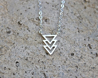 Silver Chevron Necklace // Minimal Necklace // Layering Necklace // Geometric Necklace // Arrow Necklace