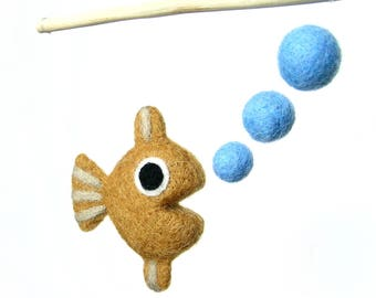 Mini mobile in felted wool. The fish making bubbles. Ochre. By the fish