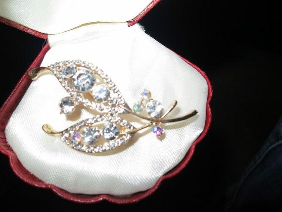 Lovely vintage goldtone sparkly  glass floral design brooch