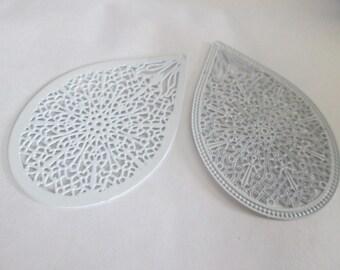 drop 2 prints white 49 x 32 mm