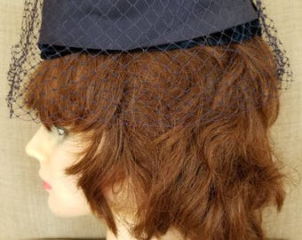 Vintage '50s Women's Veiled Navy Blue Pillbox Hat