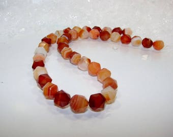 Natural 10 mm 20 faceted agate. Semi-precious stones.