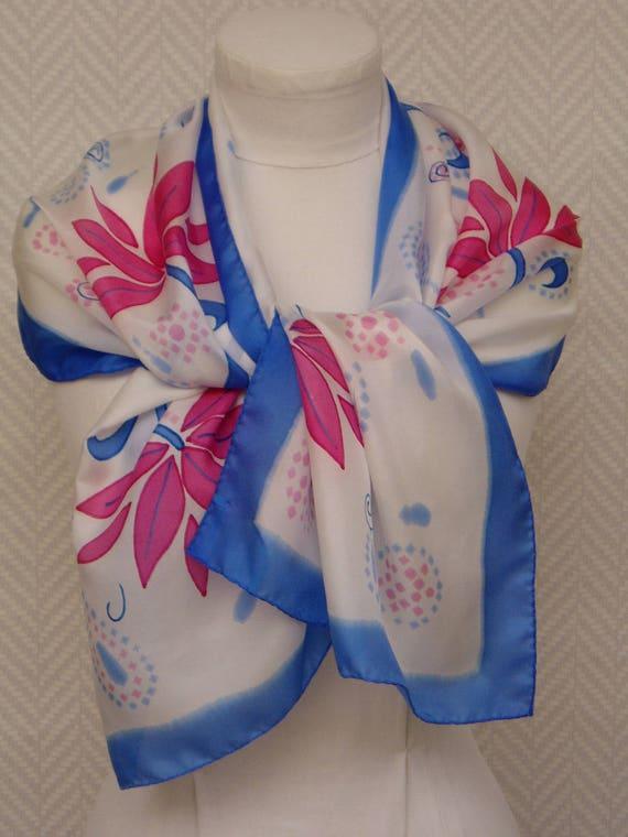 Echarpe étole foulard blanc rose bleu Patchouli 896f3276656