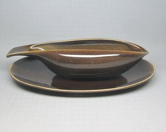 Russel Wright American Modern gravy boat and underplate in chutney / brown